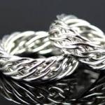 Актуальная мода на серебряные кольца.