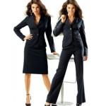 Женщина в деловом костюме грациозная и изящная.